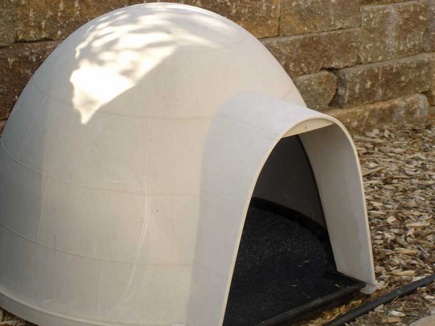 Outdoor cat house igloo