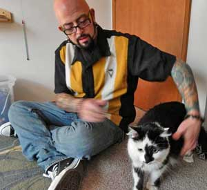 Jackson Galaxy with Lux the aggressive cat