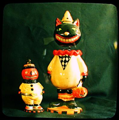 Vintage Halloween cat decorations - photo by Miss Millificent (Flickr)