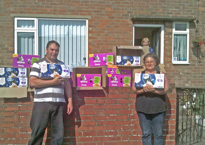 Kays Hill Aniimal Sanctuary receive charitable donation of cat food from PoC