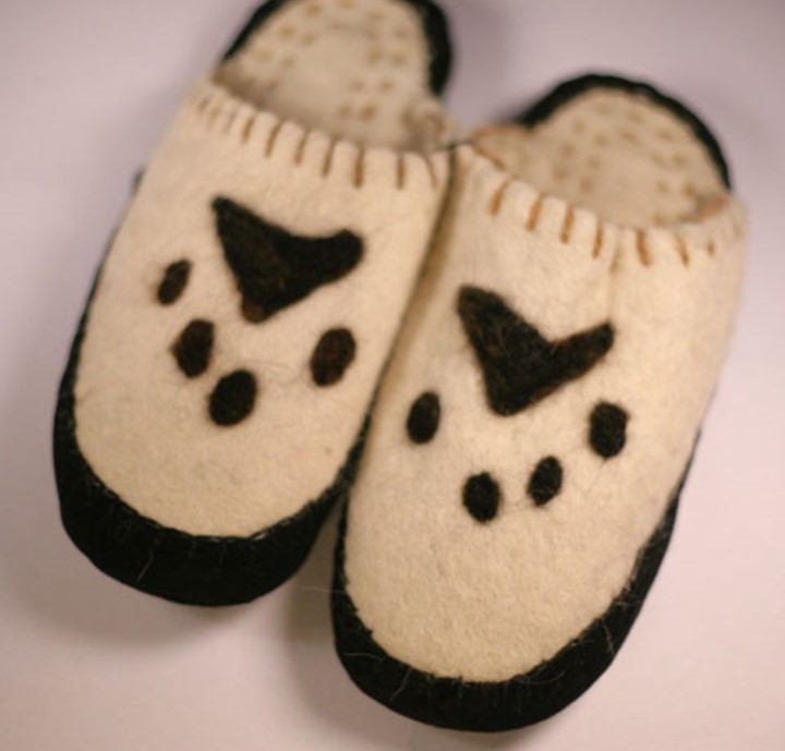 Mongolia paw print slippers