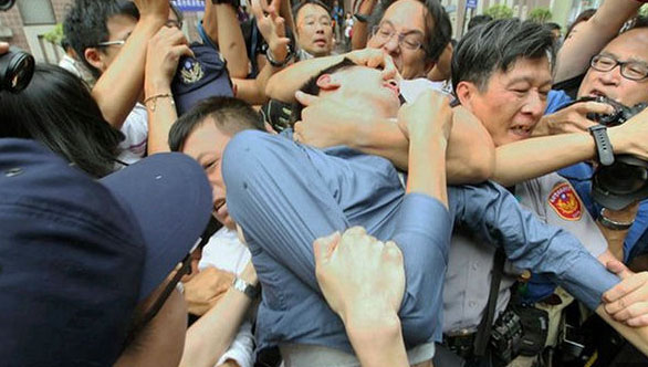 Chan attacked by angry protestors outside court
