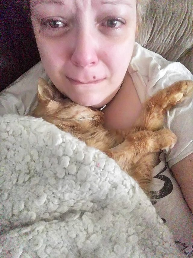 Woman takes selfie with her recently deceased cat on her chest