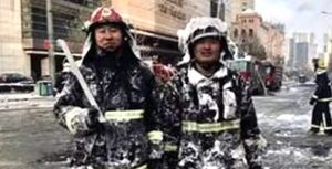 Chinese firefighters save five kittens from burnt out building