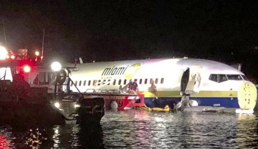 737 Boeing overan runway into water