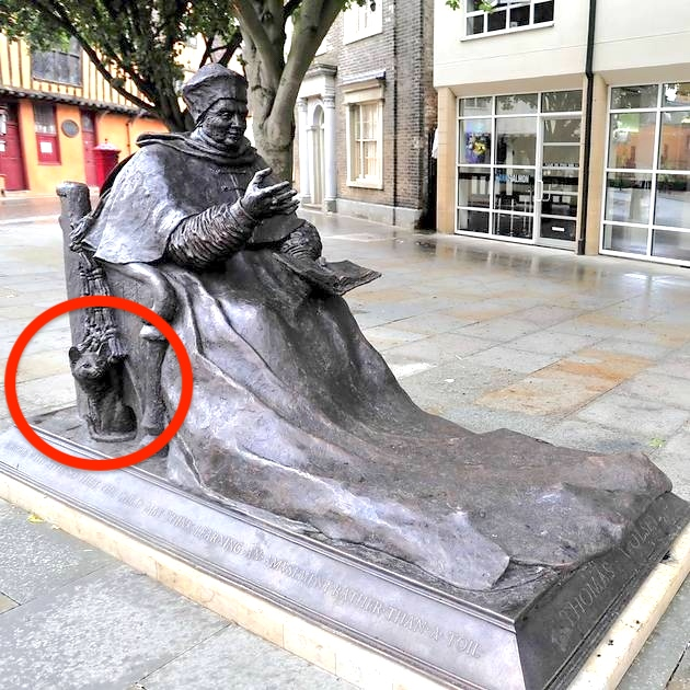 Statue of Cardinal Wolsey and his cat