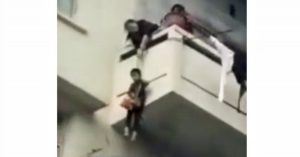 Mother lowers son down on rope from balcony to rescue cat below