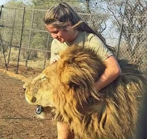 Swane van Wyke and one of the lions