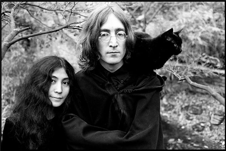John Lennon and Yoko Ono with black cat