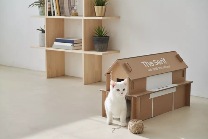 Cat house from TV packaging