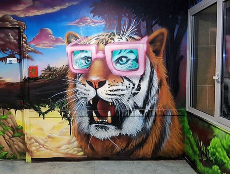 Tiger street art by Tom Bragado Blanco