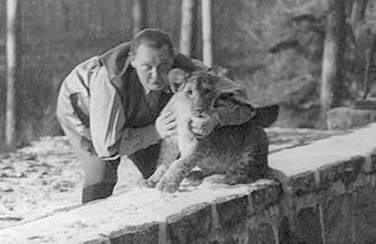 Goering with lion cub