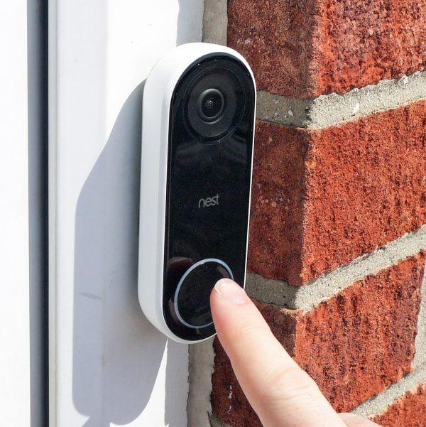 A stranger should not ring the doorbell