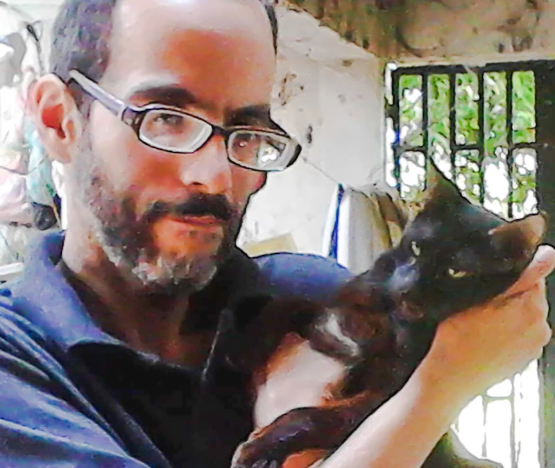 Javier Reinoso and one of his rescue cats