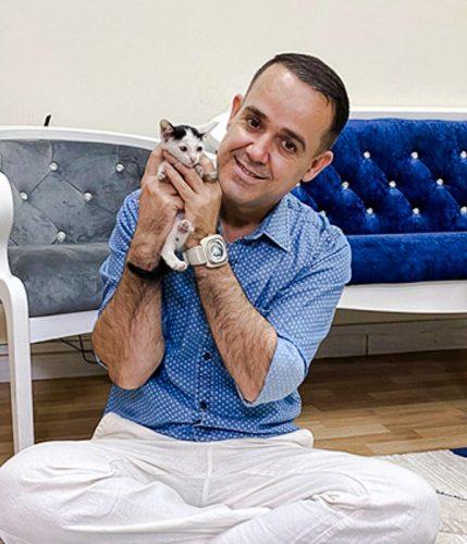Zana Ismail with the kitten