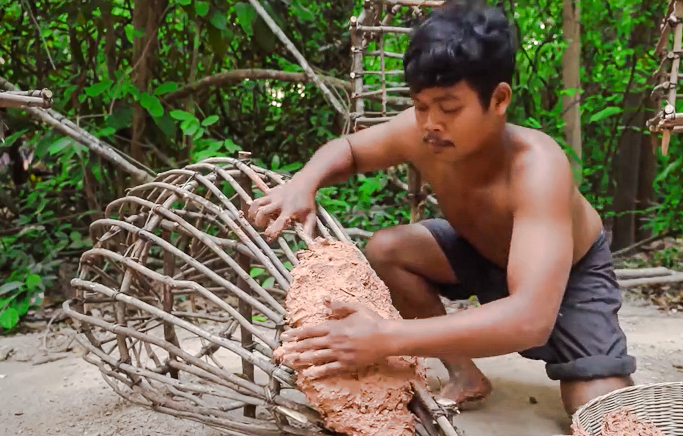 Young Cambodian man builds amazing kitten playground by hand from mud and saplings