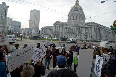 Californian government with a protest outside - Photo by Steve Rhodes (Flickr)