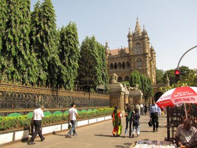 Mumbai (formerly Bombay), India - Photo: by Friar's Balsam (Flickr)